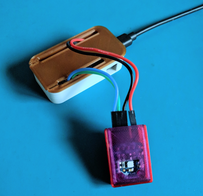 ESP8266 Feather Case with a SiLabs temperature sensor